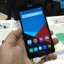 Alcatel Pop 4s dari depan